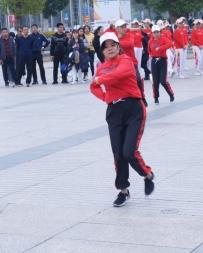 威廉希尔中文网站曳舞爱好者交流活动,场边小观众也忍不住起舞
